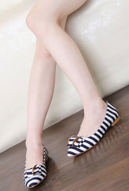 Picture of Black and White Stylish Flats